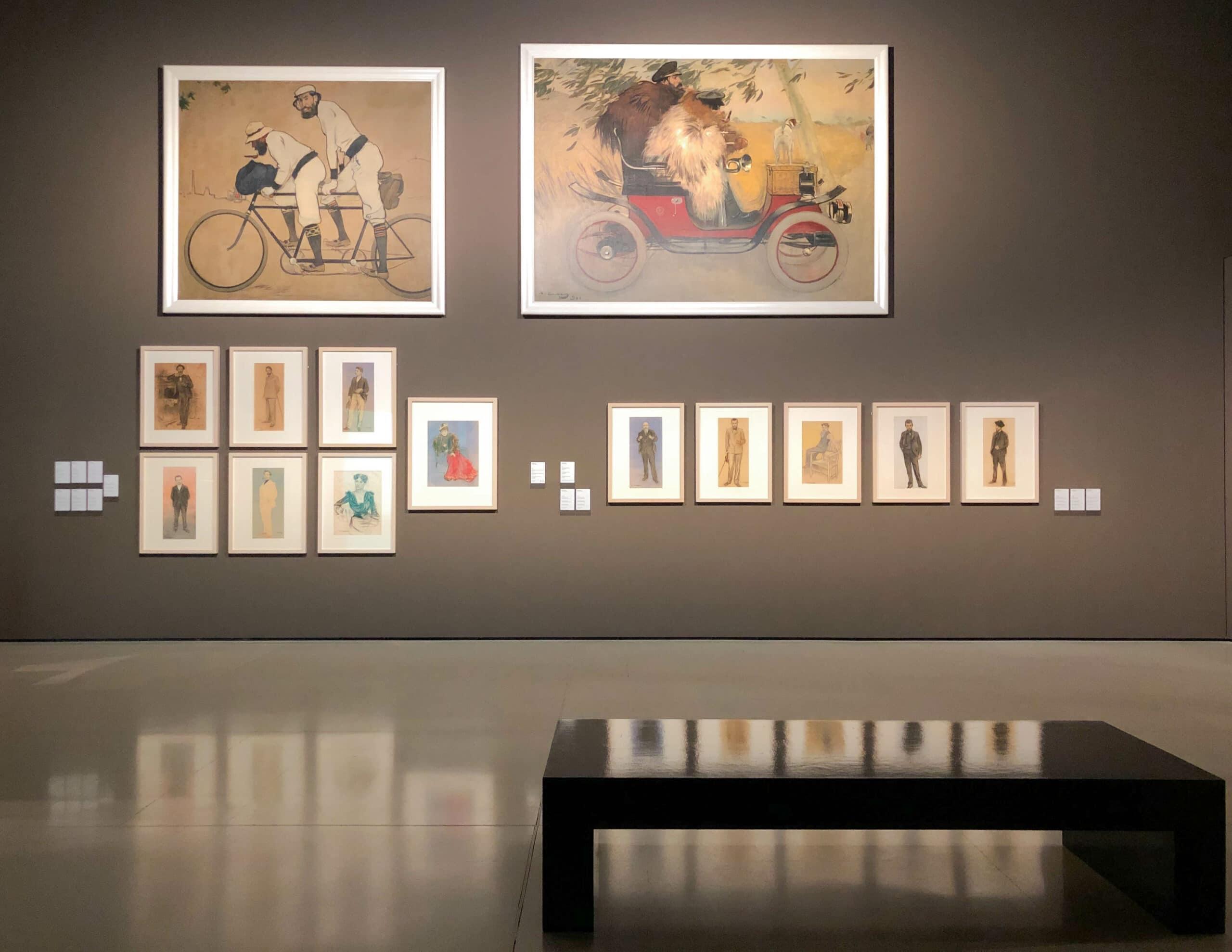 "eide großen Gemälde dieser Wandpräsentation von Ramon Casas, ""Ramon Casa und Pere Romeu in einem Auto"" 1901 und ""Ramon Casas und Pere Romeu auf einem Tandem"", 1897, Museu National d'Art de Catalunya"