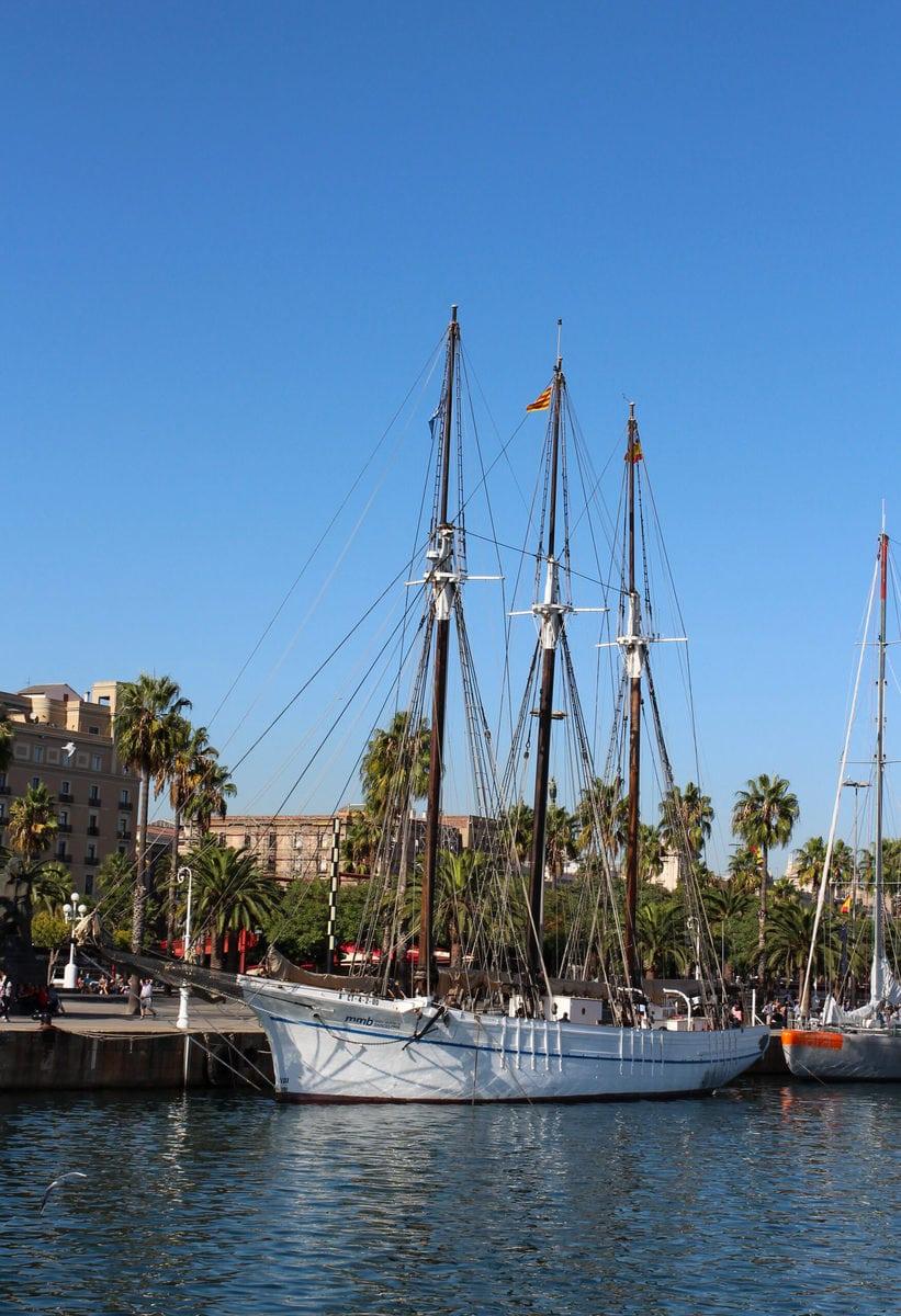 Die Santa Eulalia im Hafen Barcelonas