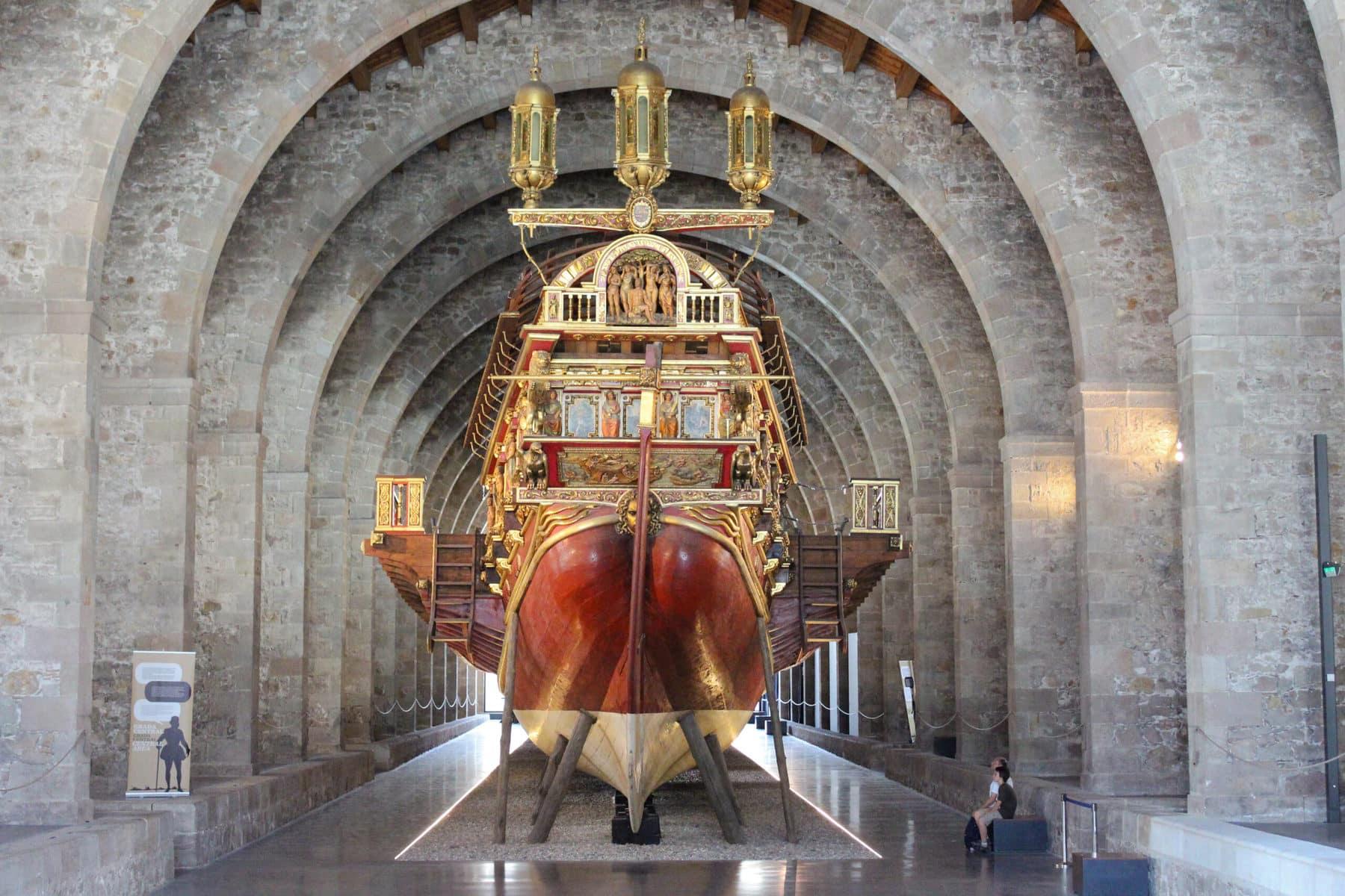 Eindrucksvolle Galeere im Museum Maritim Barcelona