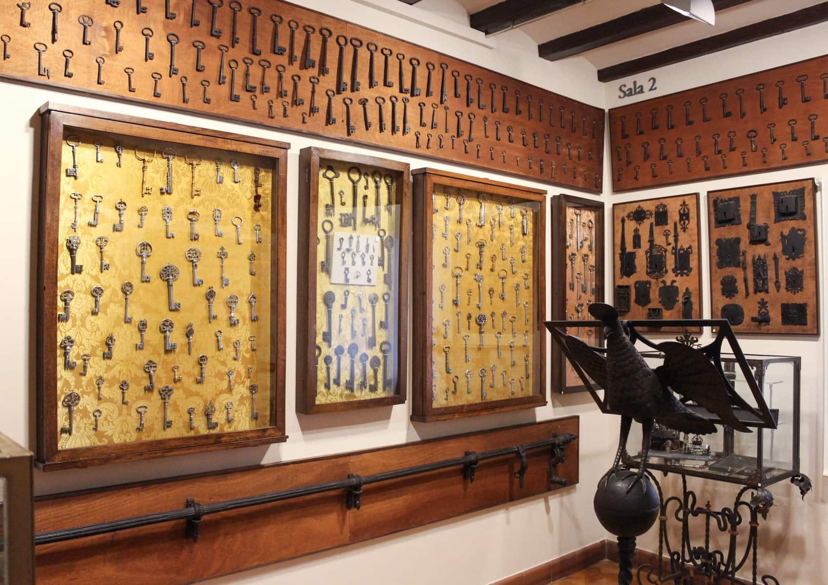 Museum Frederic Marès - oberes Stockwerke mit Massensammlungen, Barcelona