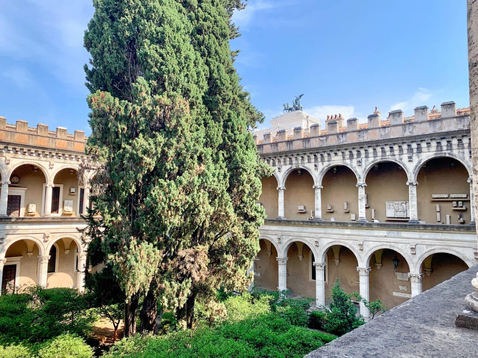 Innenhof des Palazzo Venezia, Rom