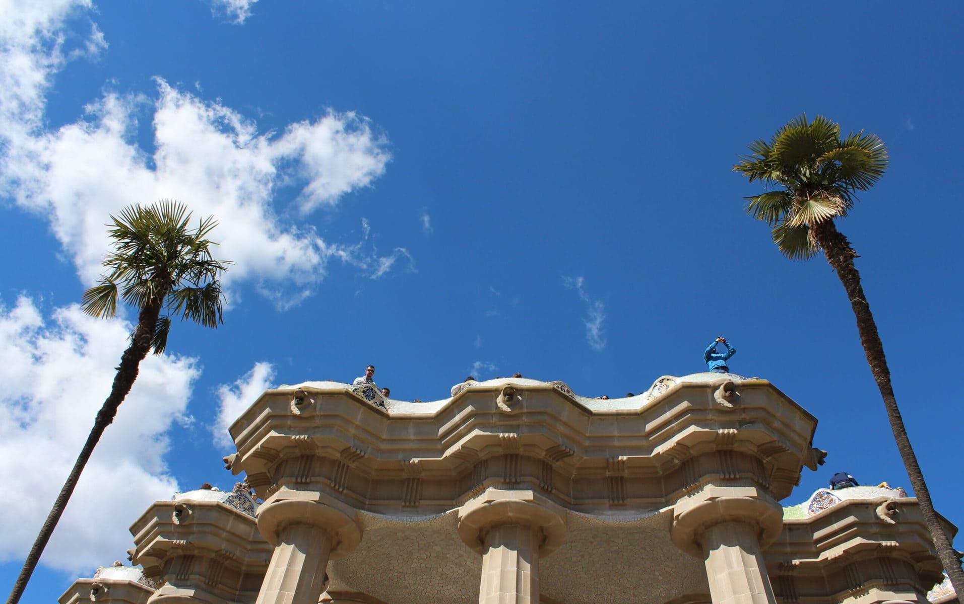 Die berühmte Terrasse des Park Güell, Barcelona