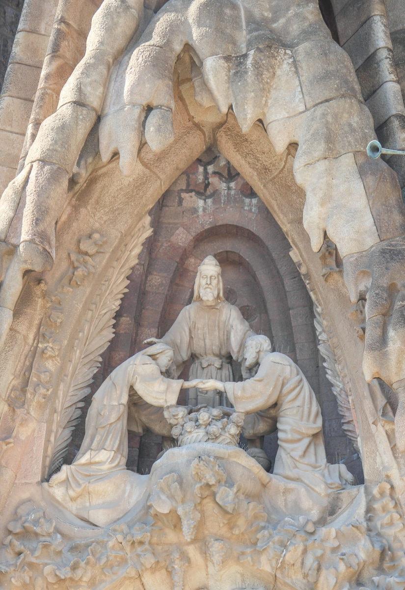 Sagrada Familia Geburtsfassade: Hochzeit von Maria und Josef