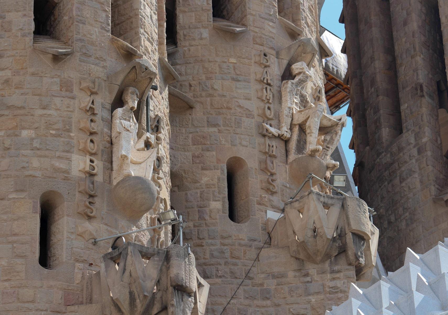 Sagrada Familia: Apostel der Passionsfassade: Jakobus und Bartholomäus
