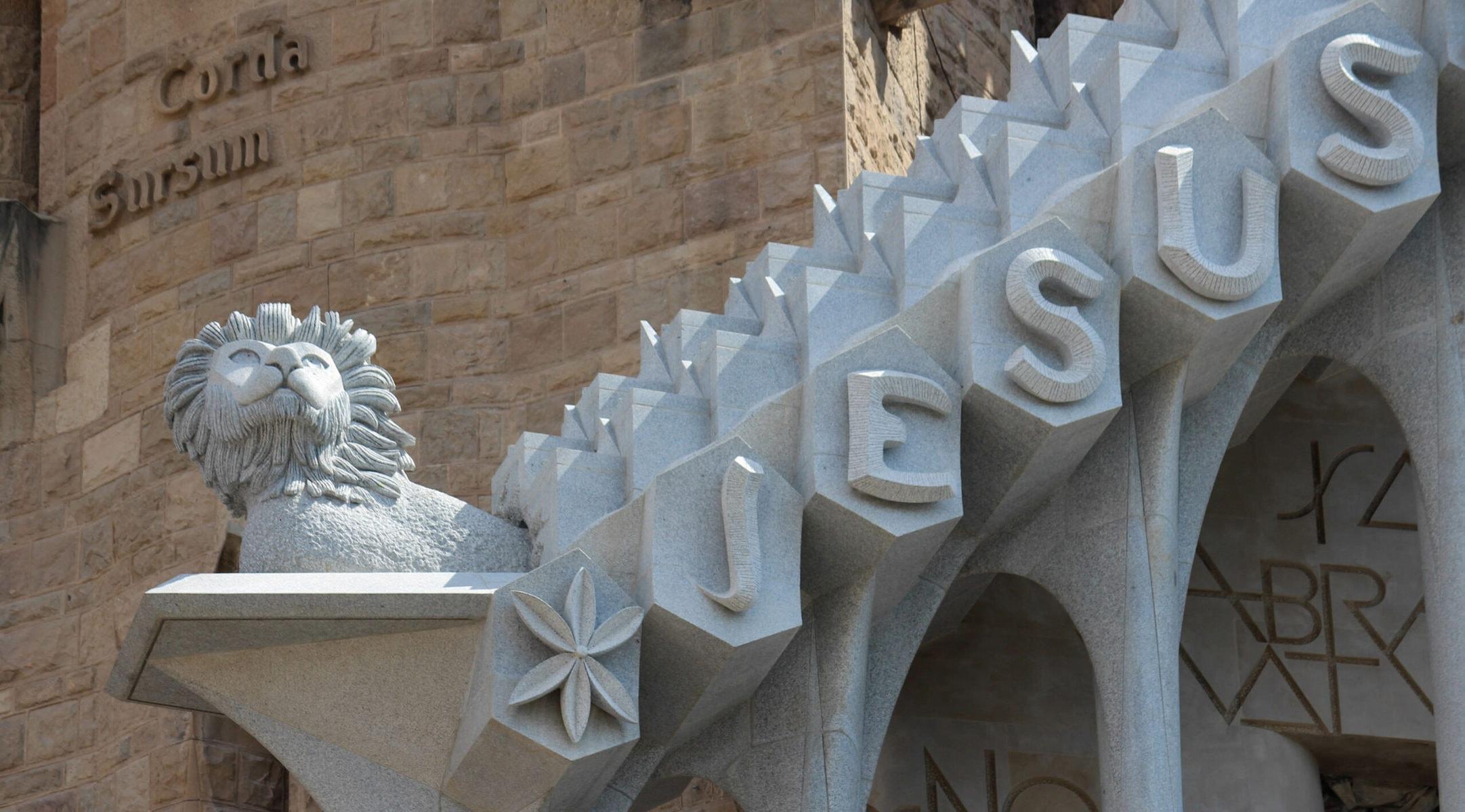 Sagrada Familia: Löwe über der Passionsfassade