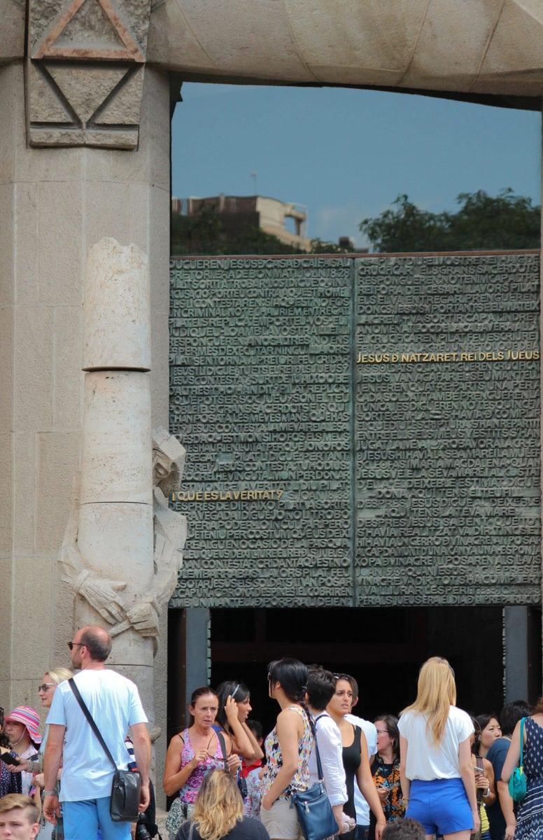 Sagrada Familia, Eingang: Die Geißelung Christi