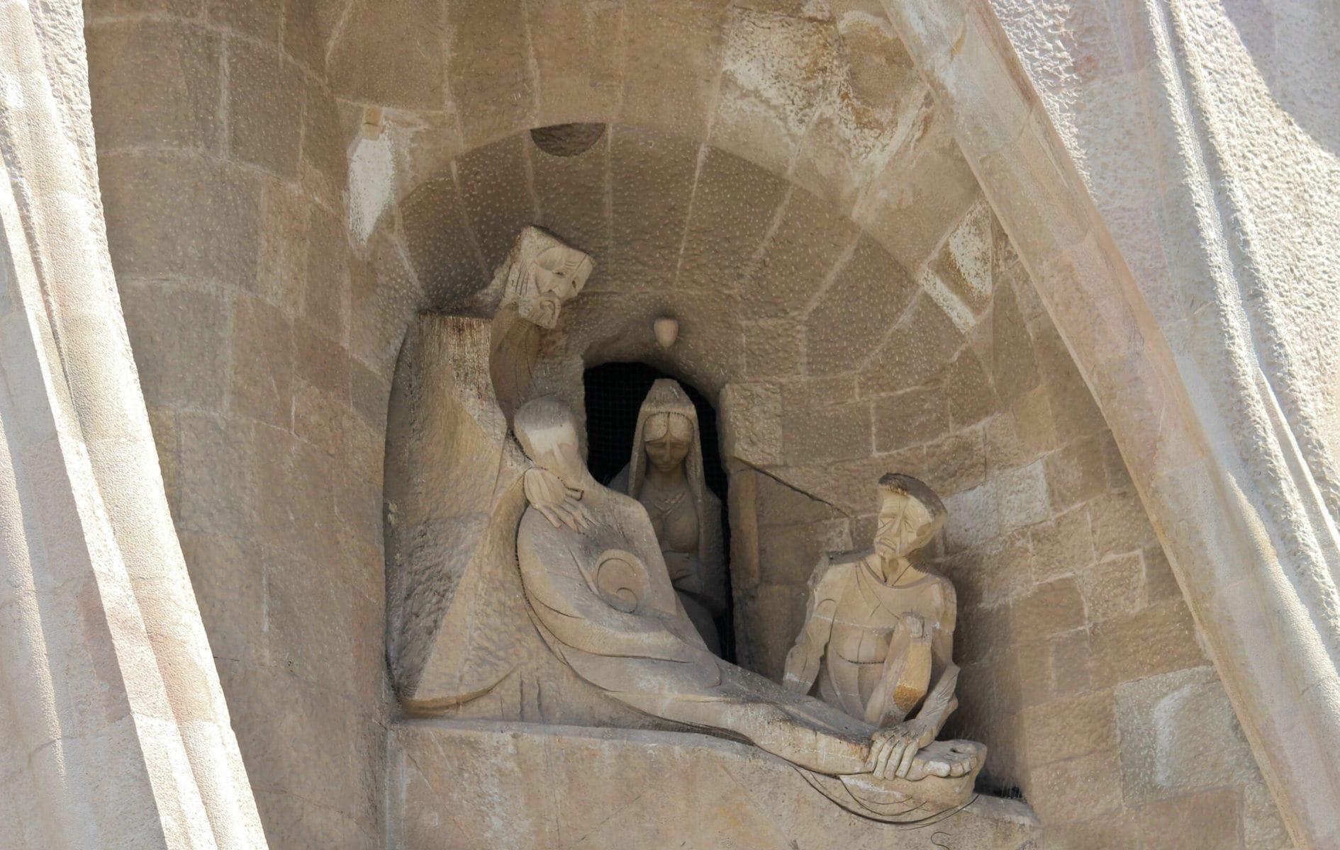 Sagrada Familia: Die Grablegung Christi der Passionsfassade