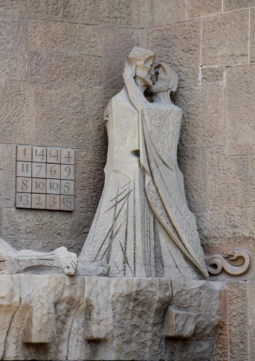 """Sagrada Familia: Der Judaskuss der Passionsfassade und das """"Magische Quadrat"""""""