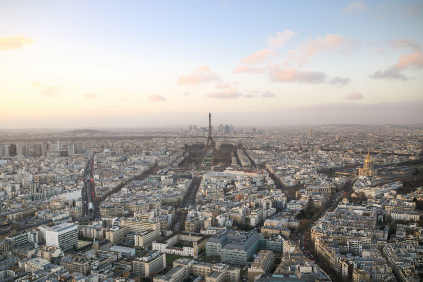 Tour Montparnasse, Paris: Blick auf den Eiffelturm
