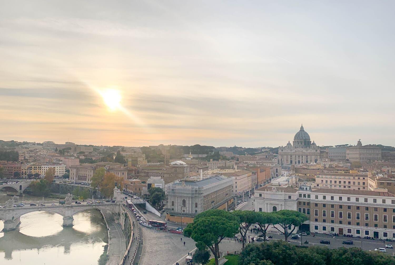 Blick auf den Petersdom von der Engelsburg in Rom