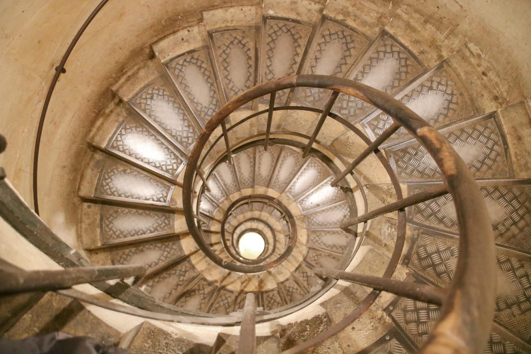 Triumphbogen Paris: Treppe auf das Dach
