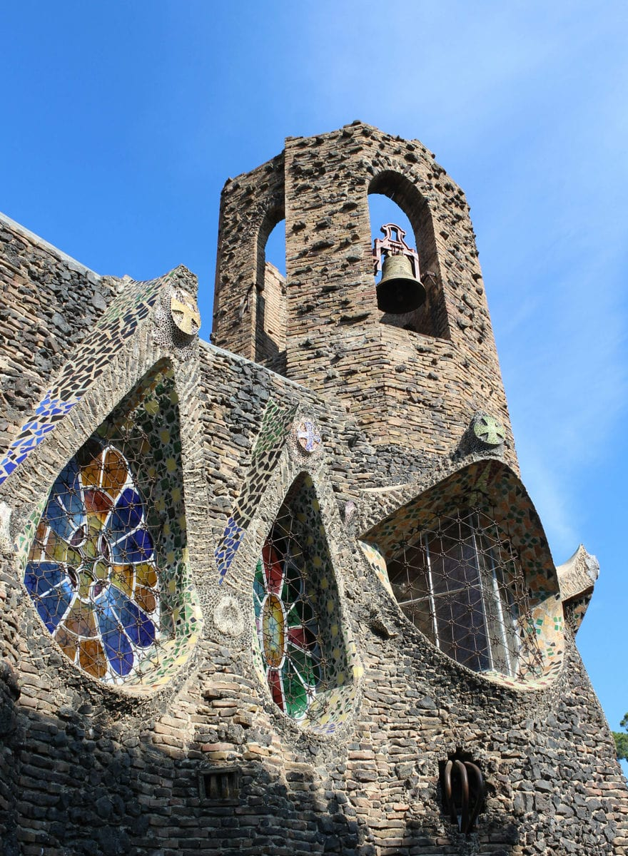 Glockenturm der Cripta Gaudi, Barcelona
