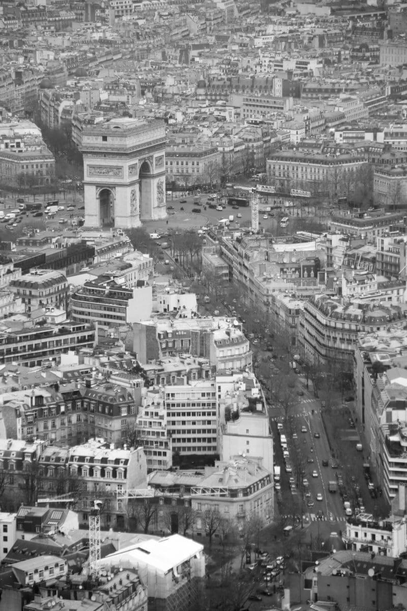 Eiffelturm Paris: Blick auf den Arc de Triomphe