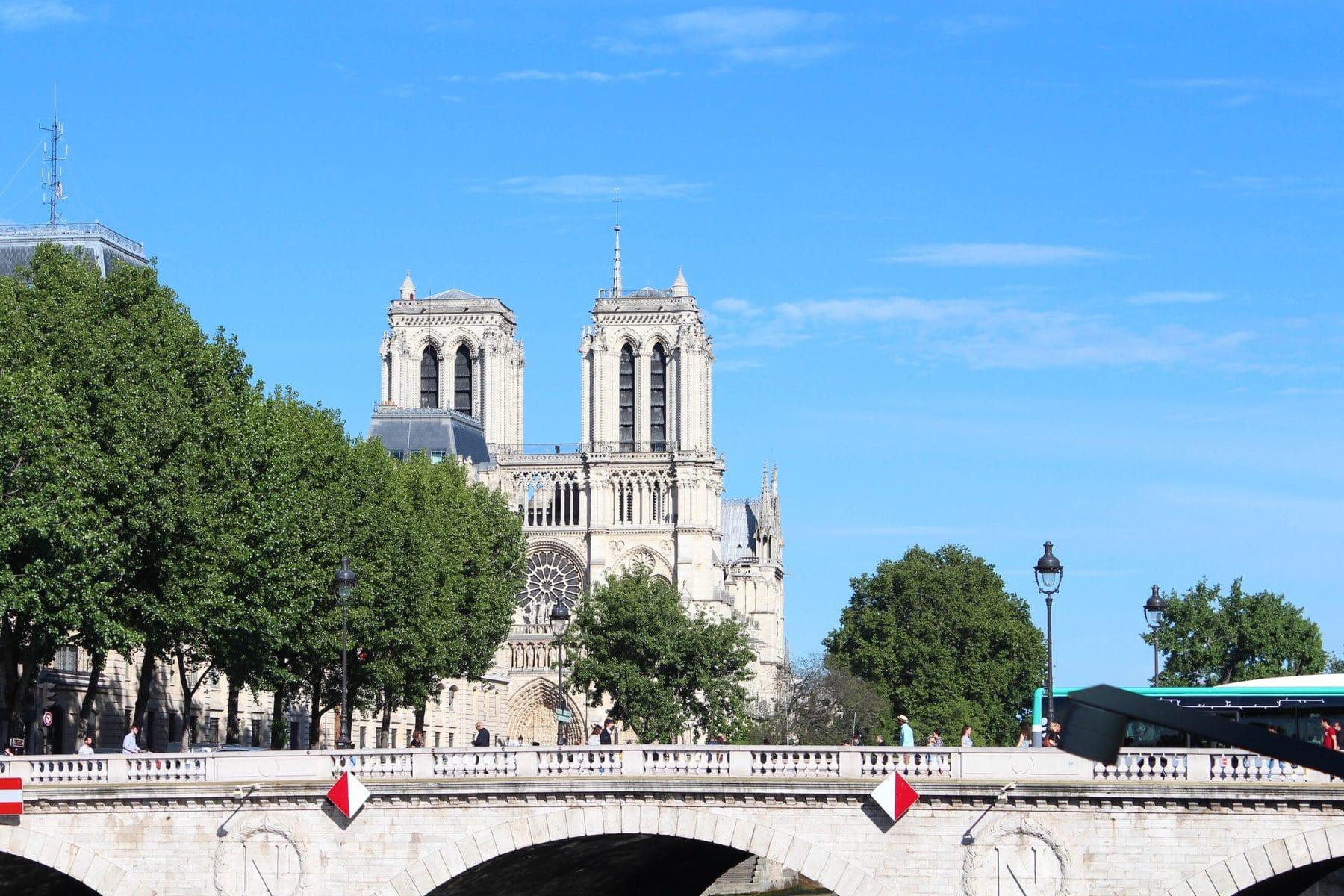 Notre-Dame de Paris 2017 - bei schönstem Sonnenschein, aber leider keine Zeit zum Besuchen :(