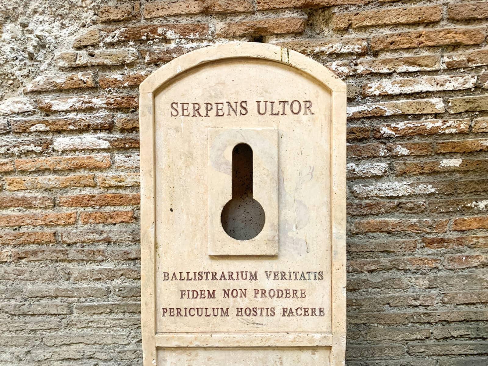 Stadion des Domitian, Rom: Wie die Bocca della Verita verrät dieses Loch, wer die Wahrheit sagt...