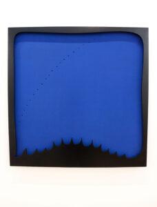 Lucio Fontana, Concetto spaziale, 1966 - 1968, Öl auf Leinwand und Holz, perforiert, 110 x 110 cm, Centre Pompidou, Paris