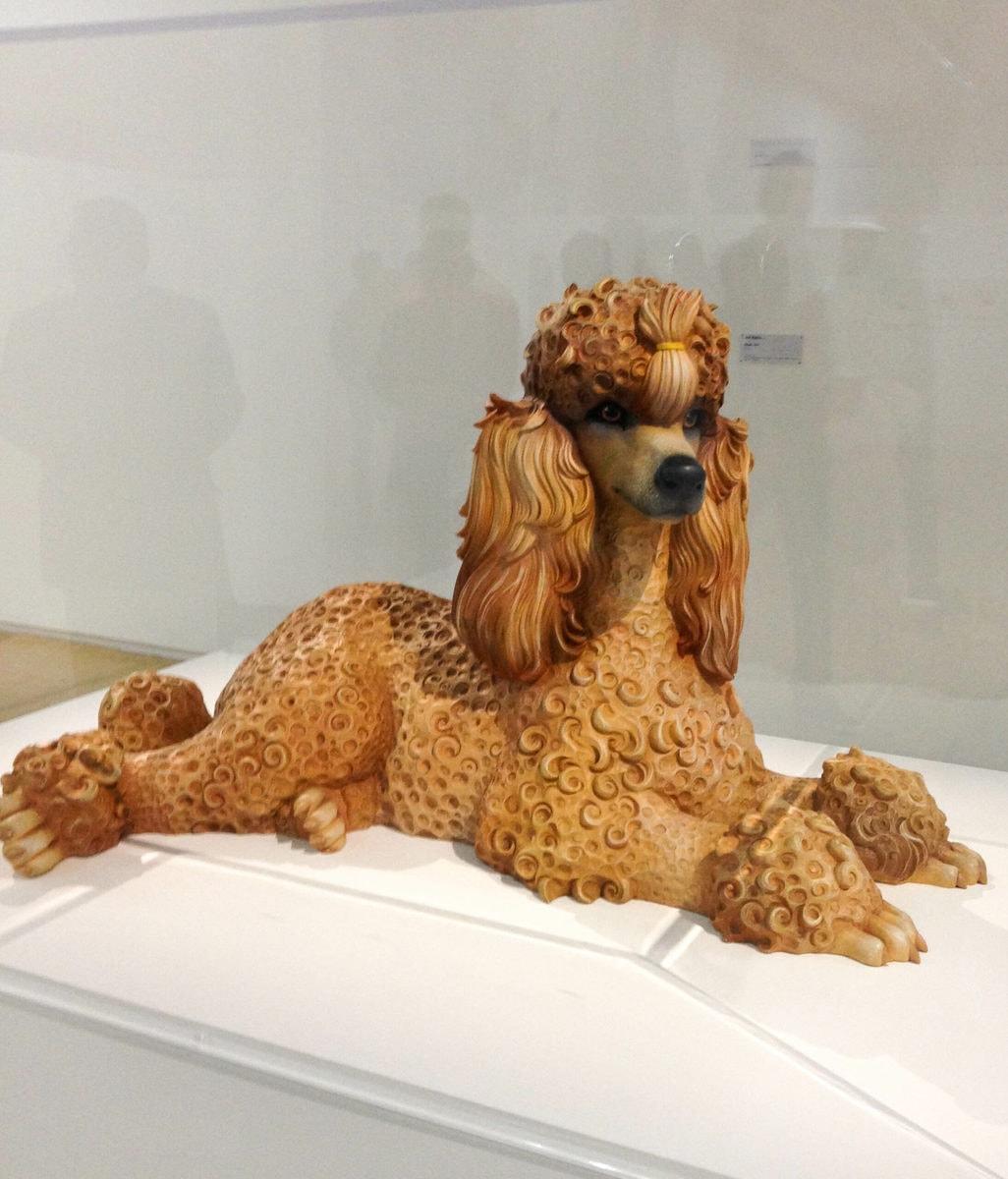 Jeff Koons, Pudel (1991), polychromiertes Holz, 58,4 x 100,3 x 52,1 cm, Centre Pompidou, Paris