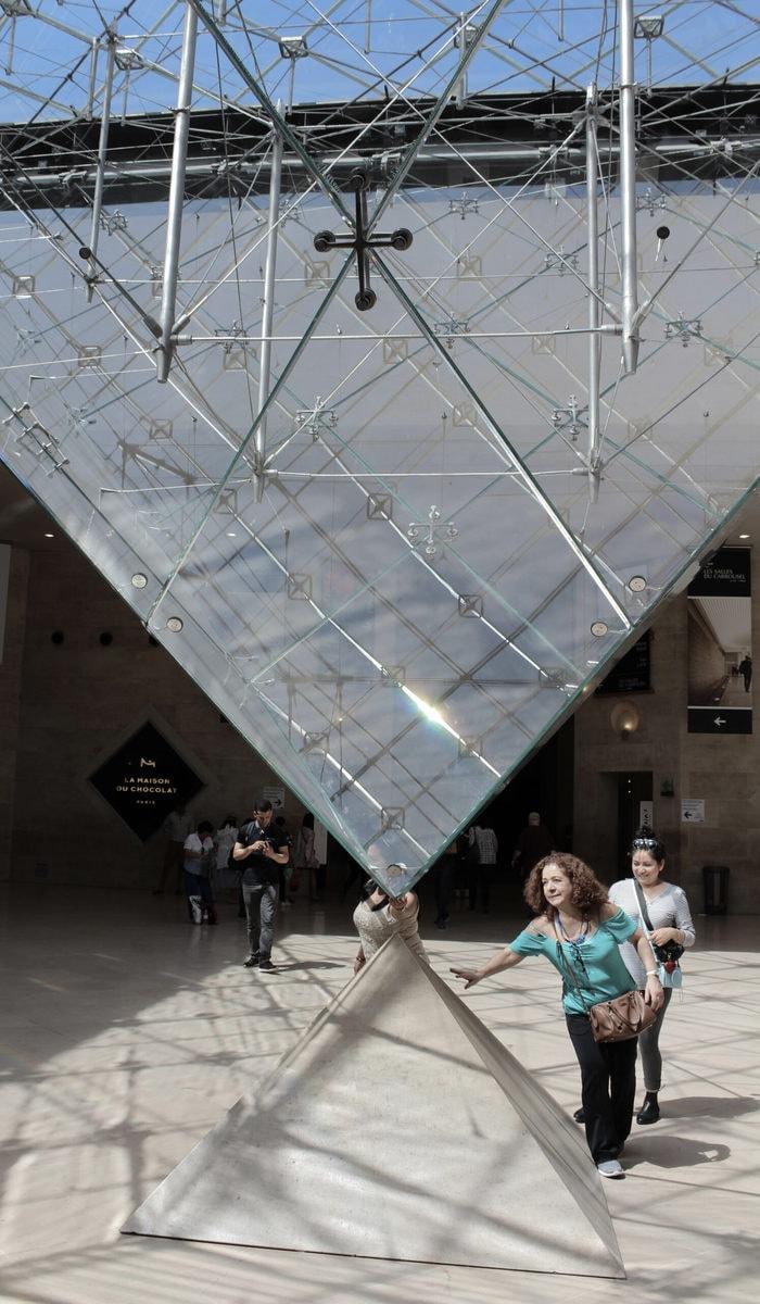 Louvre Pyramide innen, Paris