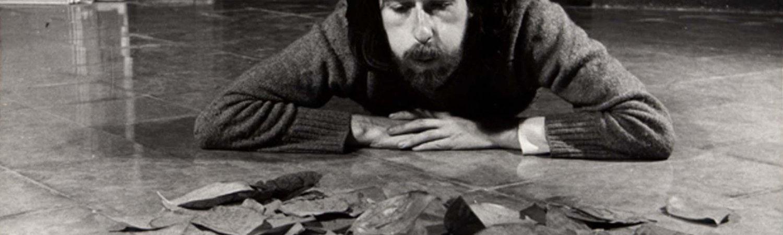 Francesc Abad, Acció (bufant fulles), 1972, MACBA Barcelona