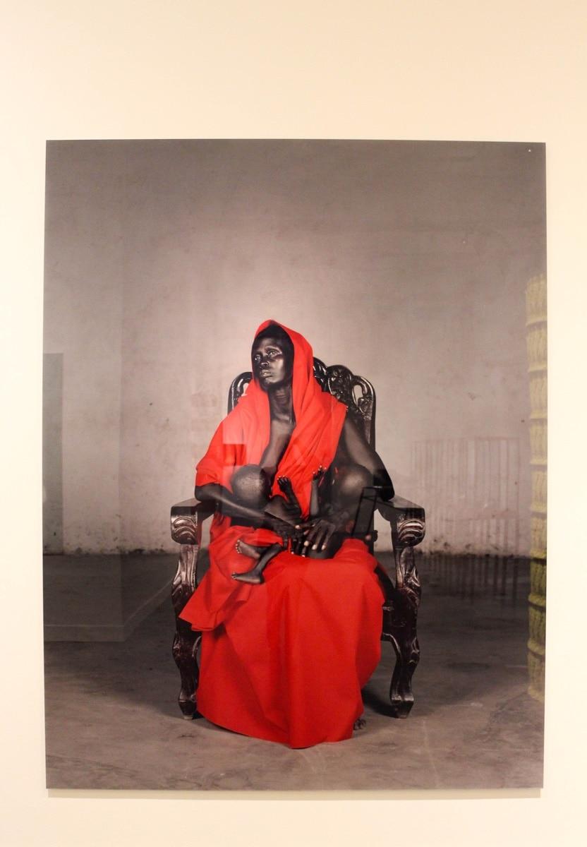 Vanessa Beecroft, Black Madonna with twins, 2006, Caixa Forum, Barcelona