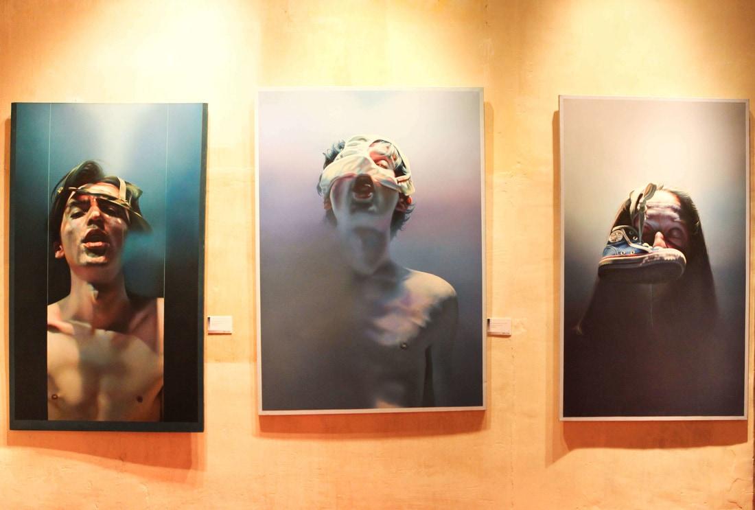 "István Sándorfi: 1. Autoportrait en bleu (vert)... / Selbstporträt in blau (grün)... (1977), 162x97 cm 2. Autoportrait au cache-nez / Selbstporträt mit ""Nasen-Maske"" (1977), 162x114 cm 3. Graziella derrière une chaussure de basket / Graziella hinter einem Basketballschuh (1977), 162x97 cm, MEAM, Barcelona"